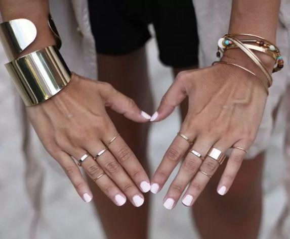 Правила ювелирного этикета: как носить кольца и не опозориться